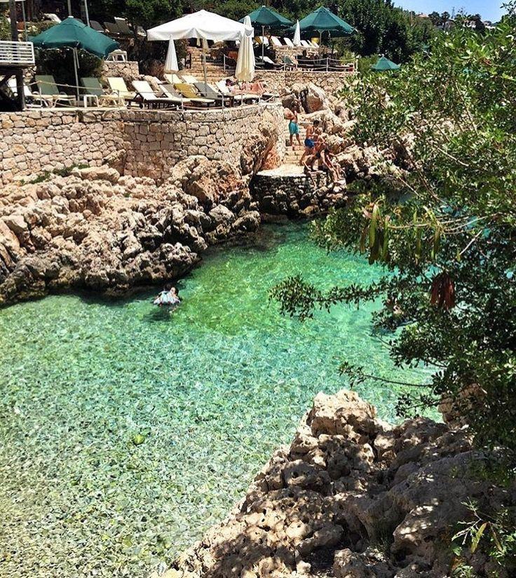Kaş Merkezde Yer Alan Linda Beach Hotel'in hemen önünde yer alan Küçük Çakıl Plajı. #Kas #Antalya  Temiz, sevgi dolu şirin ve ilgili personeliile verdiğiniz paranın karşılığını almaktan tereddüt etmeden gidin. Konumu, odaları güzel. Bazı odaları küçük. Kahvaltıya az bi eklemeler yapılmalı bence.  www.kucukoteller.com.tr/kas-otelleri.html ☎️ 0242-8361328  Fiyatlar 200 TL'den itibaren...