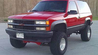 1995 Chevrolet Tahoe Sport 2 doors, 4x4, v8, lifted, beautiful!