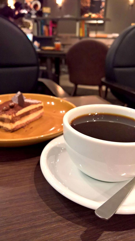 фото кофе ночью в кафе франции