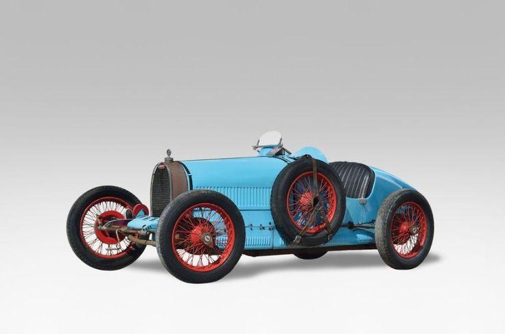 1927 BUGATTI TYPE 37 TECLA 4 Chassis 37291 moteur 192 La Bugatti Type 37, 1500cc Sport, dite TECLA 4, est produite de 1925 à 1929. En juin 1927 sont mises sur le marché les premières voitures à compresseur… - Osenat - 14/06/2015