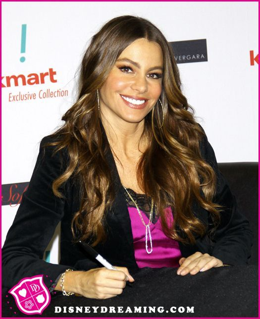 """Sofia Vergara Reveals What It's Like To Wear A Pregnant Belly On """"Modern Family"""""""