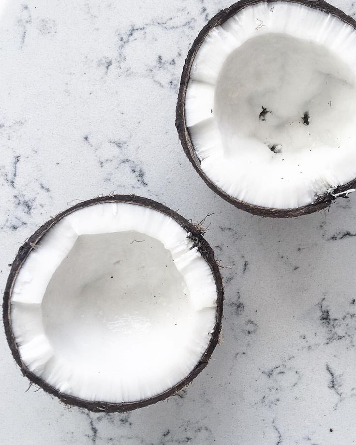 Today I cracked my first coconut 😆 but I forgot to drain the water ha.. Well at least It looks pretty?