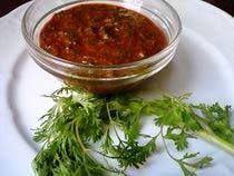 Chermoula is een marinade die meestal gebruikt werd bij het marineren van vis. Nu gebruikt men de marinade ook voor vlees en groenten. Ingrediënten: - 1 grote bosje koriander fijngehakt - 4 teentjes knoflook - 2 eetlepels paprika poeder - 1 eetlepel...