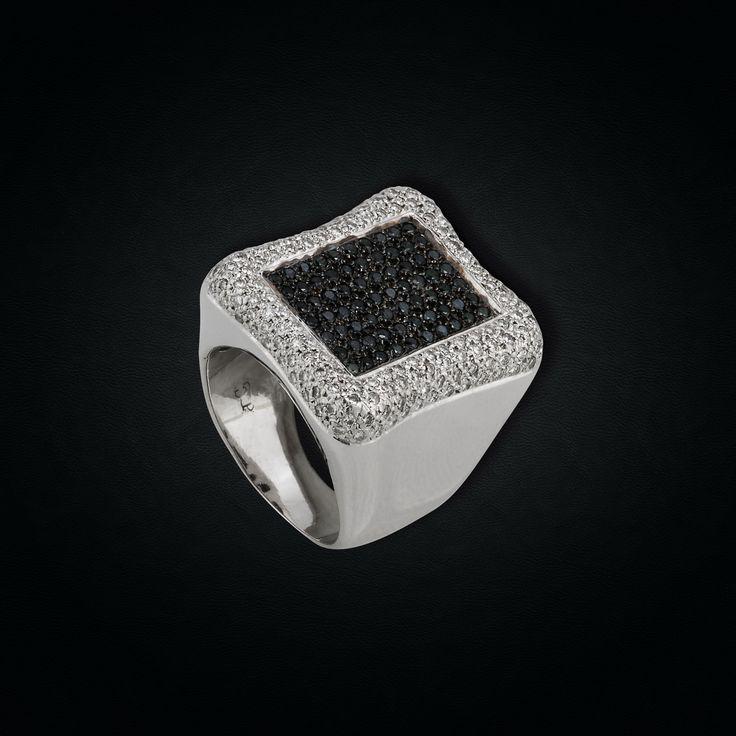 18K White Gold Black & White Diamonds Ring