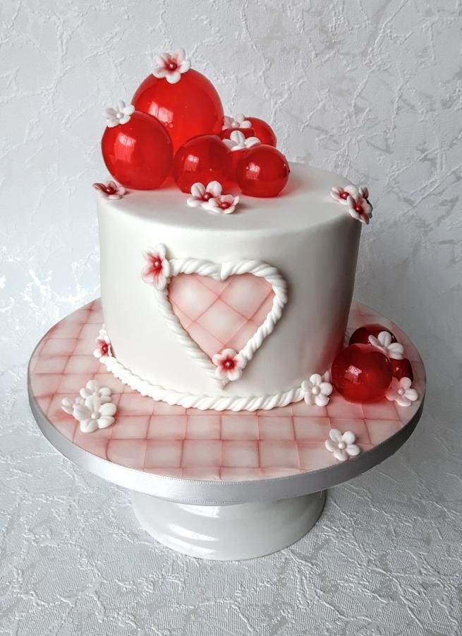 Cake with balloons by Olina Wolfs