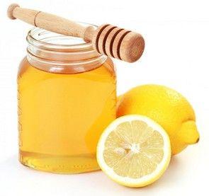 Recette du masque maison pour peaux grasses : miel et citron  >>> 1 cuillère à soupe de miel >>> 2 cuillères à café de jus de citron  Mélangez 1 cuillère à soupe de miel à 2 cuillères à café de jus de citron. Appliquez la préparation sur le visage préalablement nettoyé. Après 15 minutes de pose, rincez à l'eau tiède.  Attention : le citron est photosensibilisant. Ne faites pas ce masque au soleil car vous pourriez voir apparaître sur votre visage des tâches brunes indélébiles !