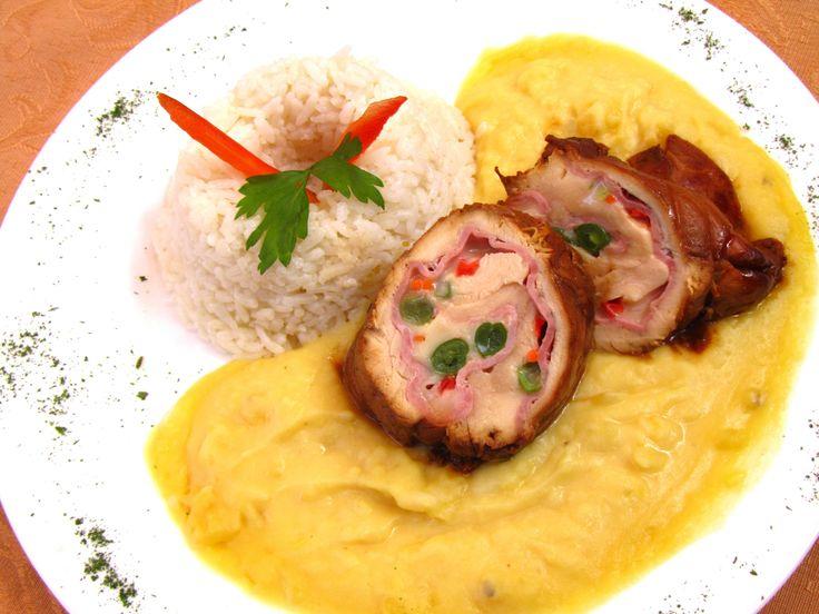 Puré y un delicioso enrollado de pollo en el Restaurante La Casona #Lima  http://www.placeok.com/restaurante-casona-de-san-marcos/