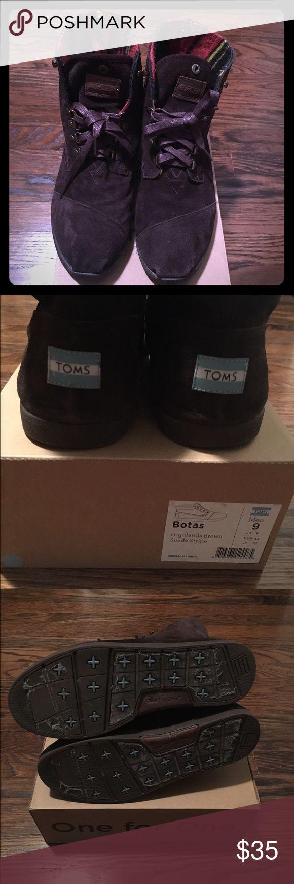 TOMS Botas Men's Shoes TOMS Botas men's size 9 shoes, good condition, worn only twice, non-smoking home. TOMS Shoes Boots