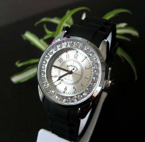 EMC dame ur med elegant stål skive og similisten