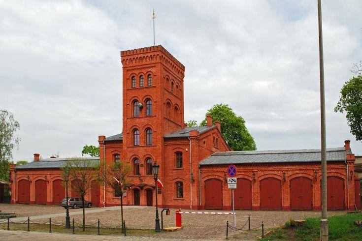 Niezwykła historia Księżego Młyna. Zaprojektowany był w stylu angielskich osad przemysłowych…, wikimedia.org