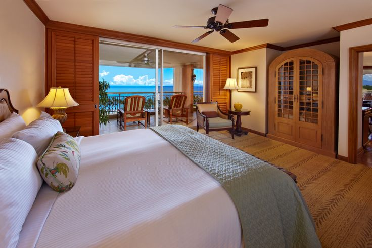 Checking both ourselves and Deannie into the Grand Wailea Napua Royal Suite: Contains two gorgeous rooms. We'll take the smaller one. :)