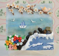 Sanat Kilinden Tablo - Çiçekler Arasından Deniz  -MDF üzerine Panpastel ile zemin hazırlanmıştır. -Üzerindekiler tamamen sanat kili ile elde yapılmıştır. -Deniz taşları ile dekor verilmiştir. Taşlar vernikle boyanmıştır. -İster duvara ister ayaklar üzerinde kullanılabilir. -İstediğiniz renk ve sayıda sipariş alınır. Teslimat süresi 1 haftadır.