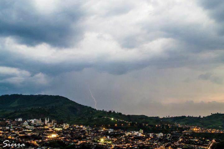 Rayos y lluvia