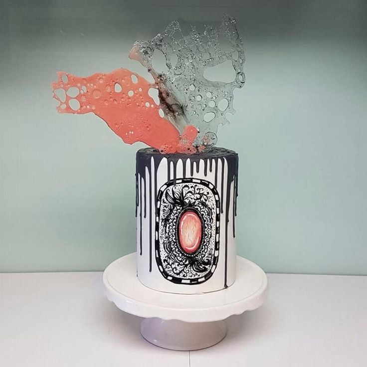 """""""Zentangle"""" handpainted cake by Larissa Ubartas"""