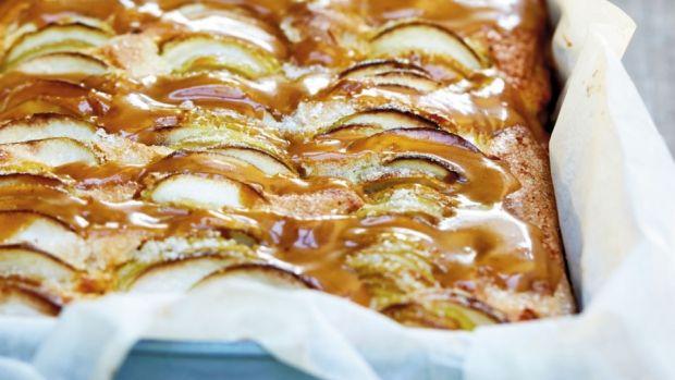 Æblekage med karamelsauce   Ugebladet SØNDAG