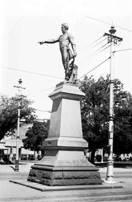 Light's Statue in its first home- Victoria Square. The statue of Adelaide's founder Col. William Light was unveiled in 1906. It stood at the GPO end of the Square in the middle of King William Street for three decades.