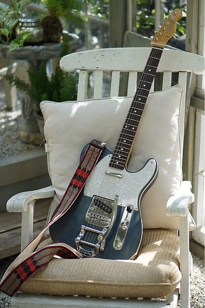 For sale is this new telecaster partscaster comprised of premium parts. The neck is a 1960s fender classic series with vintage tuners, the pickups are a set of fender custom shop blackguard tele pickups. Best of all is a bigsby b5 vibrato. The guitar also has a string through to bypass the bigsby...