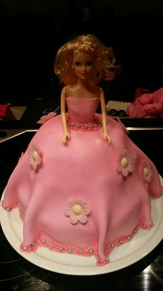 Princess shaped cake #prinses #taart #barbie #roze #lindamei