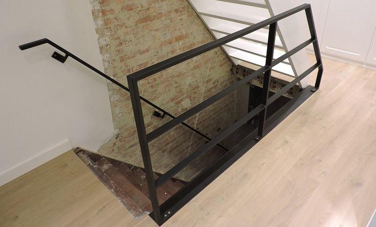 Door uw trap te voorzien van stalen leuningen, bent u verzekerd van jaren gebruiksplezier. Contacteer Jeffrey Van den Broeck voor een afspraak.