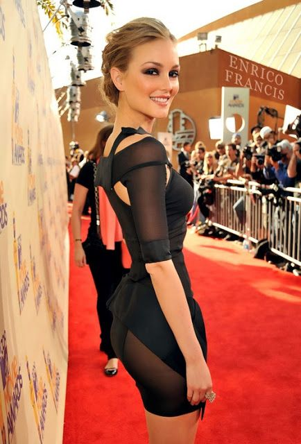Love this dress and her smoky eye look! I always thought Leighton Meester was much prettier and more unique-looking than Blake Lively.