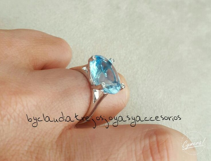 Blue topaz &0.4 diamonds