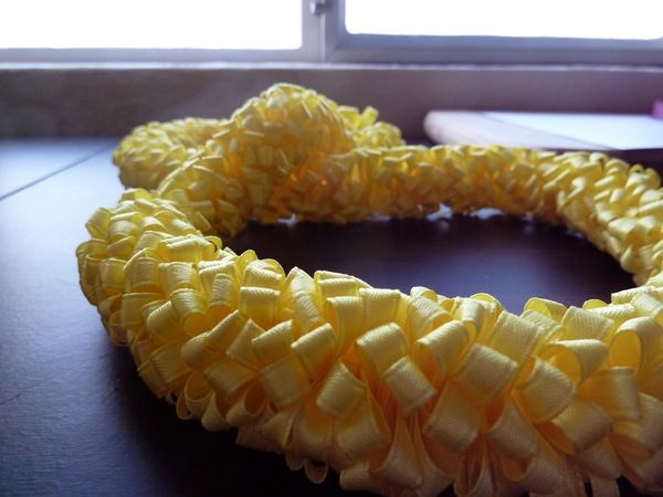 Sandra @ ribbonsandfavors.com This gentlemen gives some easy DIY instructions to make a Ribbon Lei.