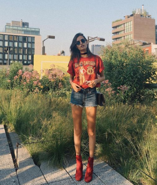 7 fresh and stylish new outfit ideas to try from the best fashion bloggers on Instagram: a vintage t-shirt, denim cutoffs and red booties