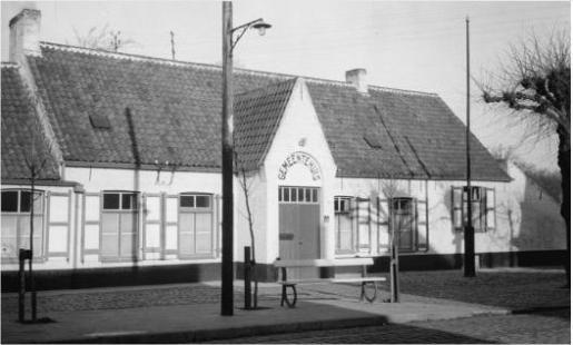 Sint-Kruis Brugge - Bruges De Zorge Gemeentehuis Moerkerkse Steenweg - 1947 foto: Bruselle