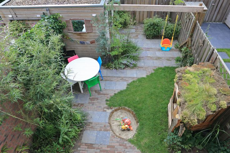 Speelse lijnvoering in nieuwbouw achtertuin ontwerp: freek de Gruijter