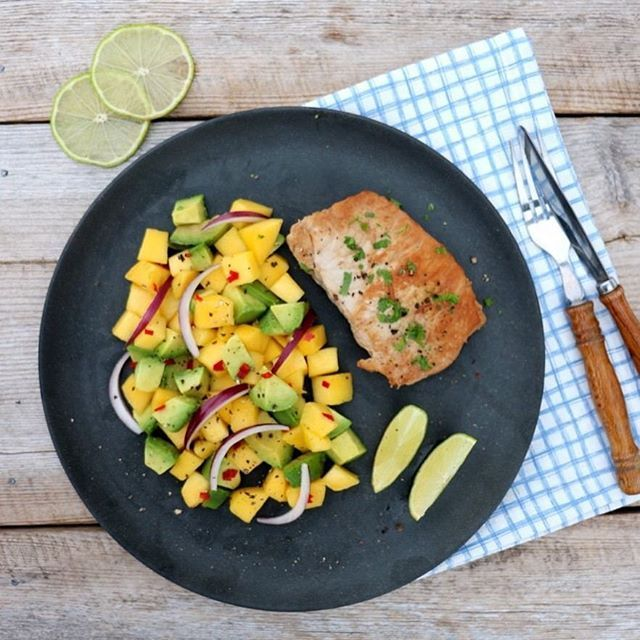 Dagens middag på vekemenyen: svin med spicy mango- og avokadosalat💚💛❤️ #lindastuhaug_no