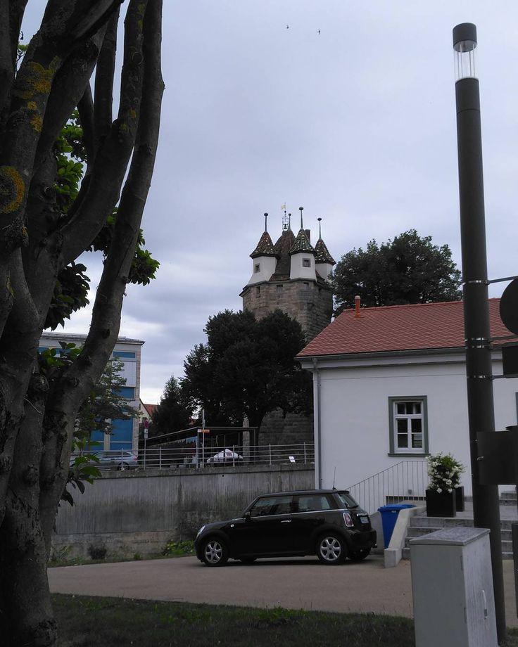 Five-buttons-tower in the background. Unser schöner Fünfknopfturm in Schwäbisch Gmünd. Teil der alten Stadtbefestigung 14. Jhd. . . . . . . #gmünd #urban #city #life #schwaebisch #schwaebischealb #architecture #architektur #alb_erleben #gutenmorgen #goodmorning #ohnefilter #nofilter #friday #freitag #schönealb #alb_Traum #schwaebische