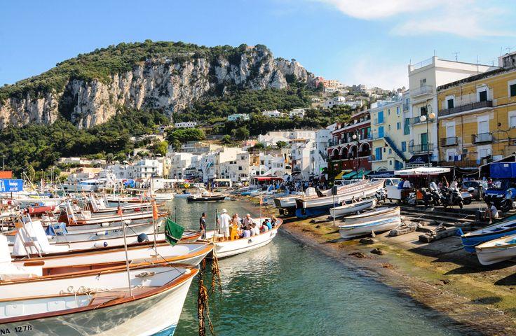 📌 #Neapel. Als Beilage empfehlen wir in der Geburtsstadt der Pizza die zuckerfreie Capri-Sonne 😎☀️ #InselCapri  #Kreuzfahrtlust #GoCruiseCom #Fernweh #Caprisonne #Cruise #Pizza #Vesuv #Herculaneum #Ischia #Sorrent #Piazza #Pompeji #Destination #Hafen #Port #Italien #Urlaub #Reiselust #Urlaubsreif #Kreuzfahrt #Reiseziel
