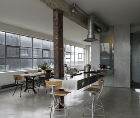 The past loft apartment of Solenne de la Fouchardière, one of OCHRE designers. Located in Shoreditch, East London.