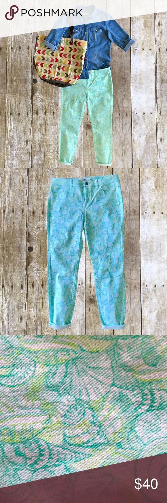 NWT Vineyard Vines Outlet Nantucket Ankle Jean 8 NWT. 98% Cotton, 2% Spandex. All over  print.   Sea foam green, lime green, mint green on white. Embroidered   on back pocket. Vineyard Vines Jeans Ankle & Cropped
