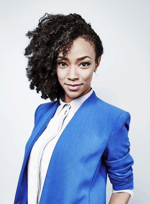 Sonequa Martin-Green of 'The Walking Dead' poses for a portrait at the Getty Images Portrait Studio Powered By Samsung Galaxy At Comic-Con International 2015 at Hard Rock Hotel San Diego on July 11, 2015 in San Diego, California