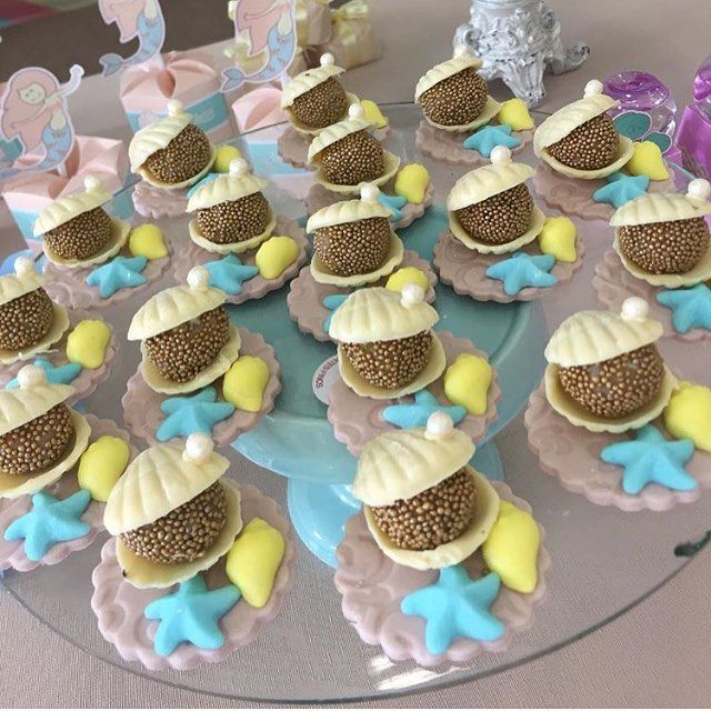 Gente olha que fofos esses chocolates que fizemos para uma festa com tema Fundo do mar !!! Com @cerimonialjoaoemaria ...