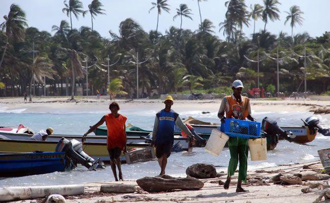 Pescadores de San Andrés, Colombia.  Los habitantes de esta isla embellecen su paisaje y cultura :D #HosteriaMarySol
