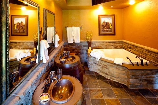 Copperstone Inn in Rockton, IL: The Sundance Suite has a double Jacuzzi tub, two copper barrel sinks, and a walk-in double-headed shower