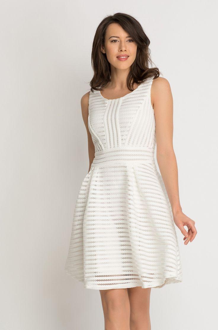 Rozkloszowana sukienka z transparentnymi wstawkami