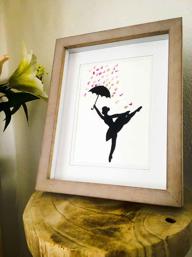 Ballerina ~ decoratie ~ muurdecoratie ~ cadeau ~ingelijst ~ schilderij ~ tekening - ballet~ bladeren ~ gesneden papier ~ art ~ uniek door ThreeHousesDesign op Etsy #ballerina #ballet #drawing #painting #etsy #decoration #gold #pink #leafs #umbrella #dancing #rain