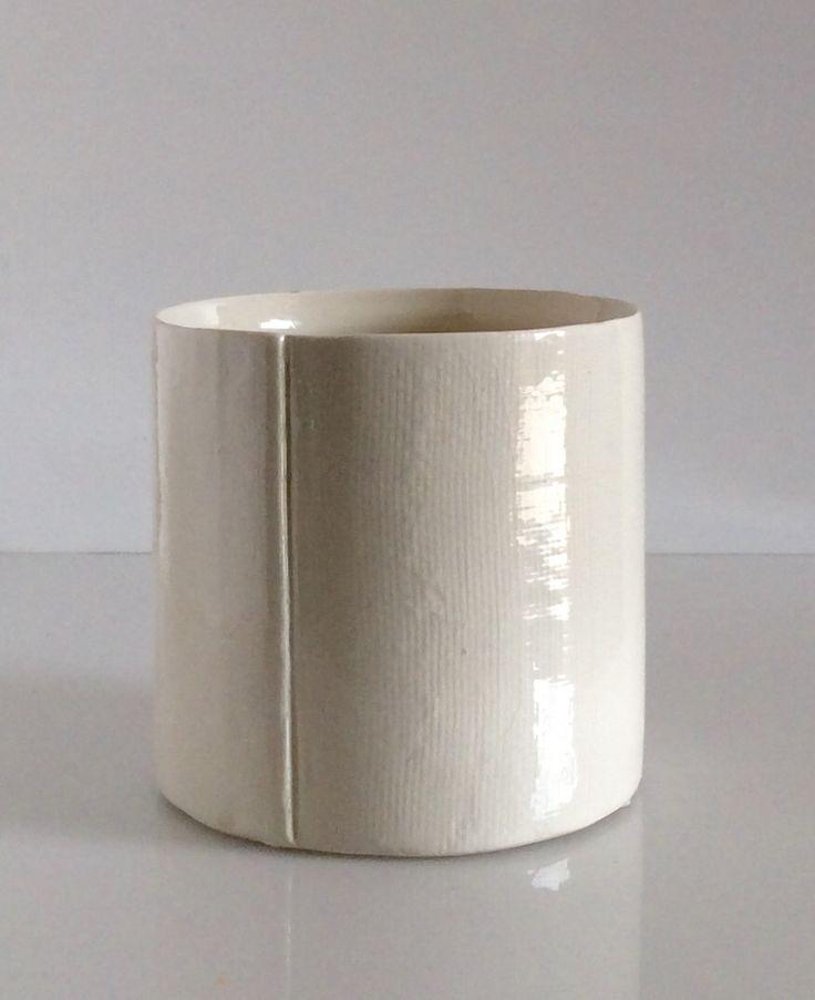 Vaso in porcellana lucida. H.cm.13xdiametro13.