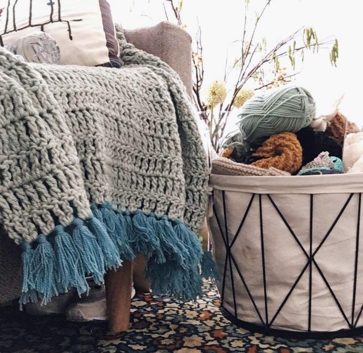 Tiffany couch throw Hand Crochet by Sara @ Elke's Room
