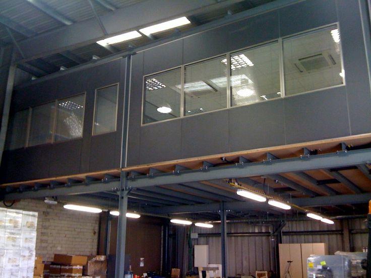Los altillos y entreplantas son la solución ideal para duplicar el espacio en planta de su almacén, nave industrial u oficina sin necesidad de obras.