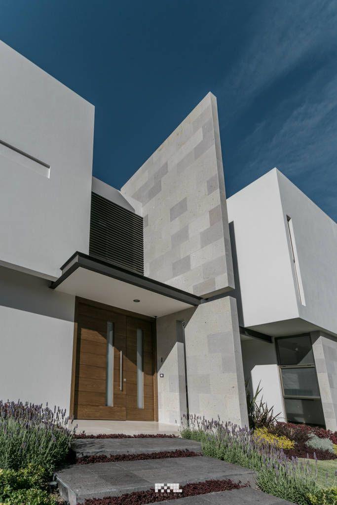 Busca imágenes de diseños de Puertas y ventanas estilo moderno}: San José del Tajo. Encuentra las mejores fotos para inspirarte y y crear el hogar de tus sueños.