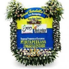 Dengan model contoh seperti ini kami, Toko Bunga Finaz, TOKO BUNGA MURAH di Jakarta sangat yakin menjadi contoh pilihan pelanggan. Kami rangkai dengan ukuran 2m x 1,5m dan dirangkai dengan dua kepala di dua sudut atas serta dihiasi lis bunga sangat tebal terlihat tambah menarik. Segera hubungi kami, TOKO BUNGA DI JAKARTA pada kontak yang tersedia.