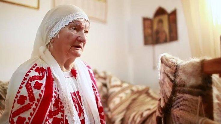 Adela Petre, tesatoare in par de capra, 87 de ani