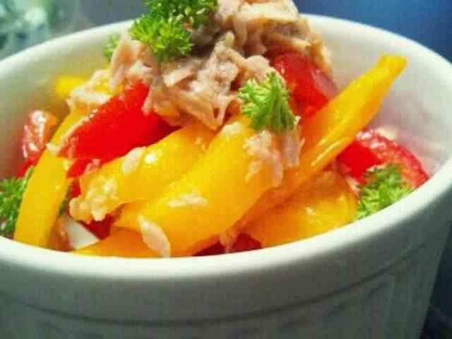 【話題入り】パプリカとツナのマリネ  ツナ缶のオイルがそのままドレッシングになってしまう、簡単なマリネです 時間を置く程に味が馴染むので、常備菜にもなります