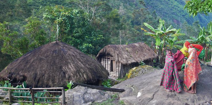 Wake up in Baliem Valley, Papua   Credit photo : Philomène Martinelli (Globe-Trotting.com)