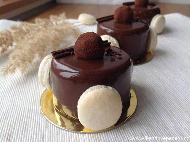 Říkala jsem si, že bych měla blog zase trochu oživit nějakým roztomilým dortíkem. V poslední době jsem se zaměřila více na klasiku a tyhle ...