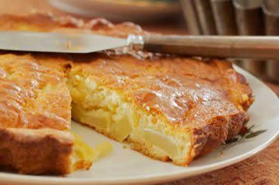 Gâteau aux pommes INGRÉDIENTS pour 1 gâteau 4 pommes 125 g de farine 220 g de sucre semoule 1 paquet de sucre vanillé 3 oeufs 1/2 paquet de levure chimique 1/2 verre d'huile de colza PRÉPARATION Commencez par préchauffer votre four à 160°C. Ensuite mélangez tous les ingrédients, puis ajouter les pommes préalablement coupées en …
